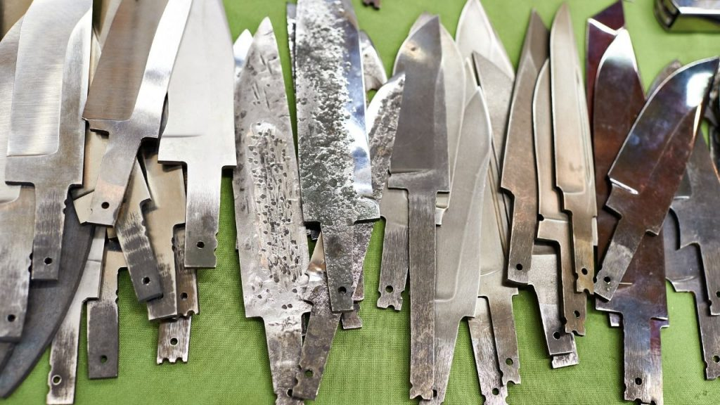 photo of a pile of knives without handles